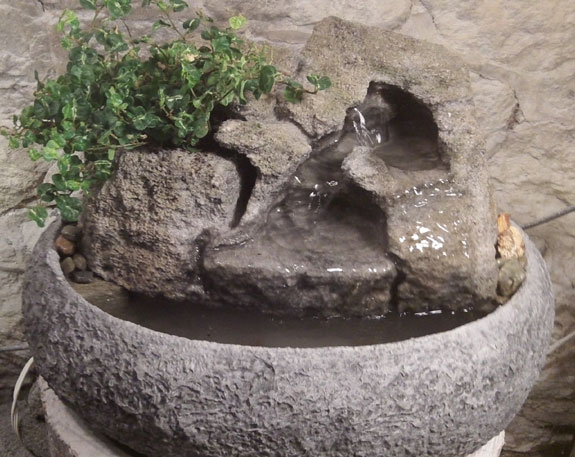 Small Tabletop Fountain w/ Live Plants #6